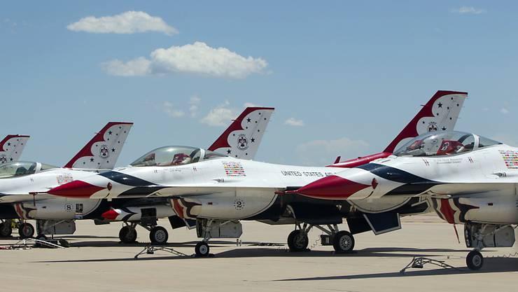 Ein Flugzeug des Typs Thunderbird (Bild) stürzte bei einer Abschlussfeier in Colorado Springs am. Der Pilot rettete sich mit dem Schleudersitz und blieb unverletzt.