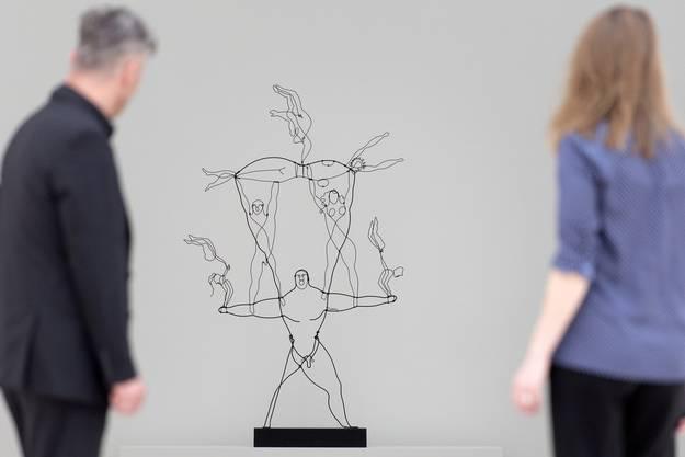 """Impressionen aus der Ausstellung """"Alexander Calder und Fischli/Weiss"""" in der Fondation Beyeler."""