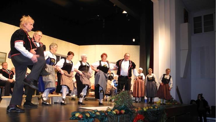 Hoch das Bein: Am Berner Abend wurde nicht nur gesungen und Theater gespielt, sondern auch getanzt. DB