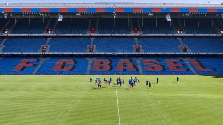 Das Training findet in diesen Tagen abgeriegelt im Stadion statt.
