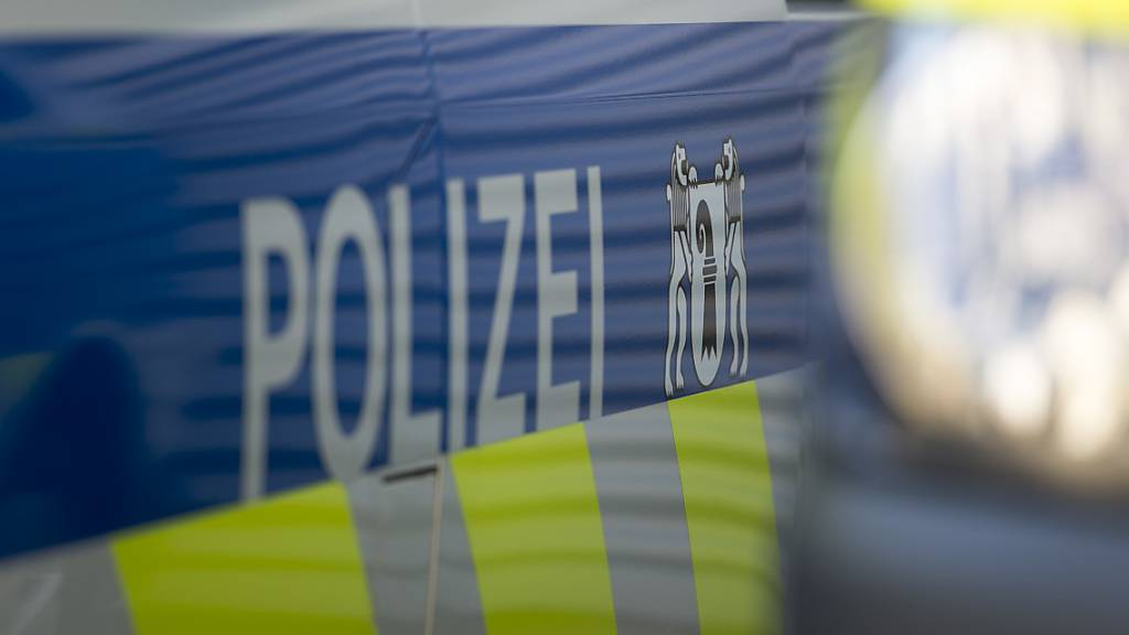 Bei einem Brand in der Basler Steinenvorstadt musste am Donnerstagabend eine Frau in die Notfallstation eingeliefert werden. (Symbolbild)