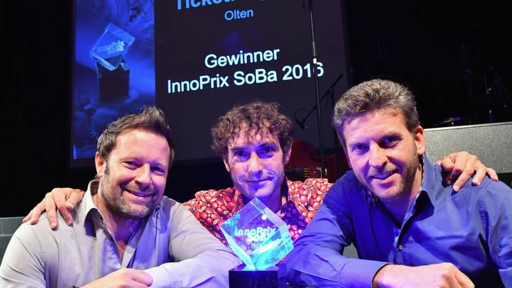 Die drei Gründer (v.l.) Reto Baumgartner, Mike Müller und Urs Koller bei der Entgegennahme des InnoPrix 2016 im letzten November.  Archiv.