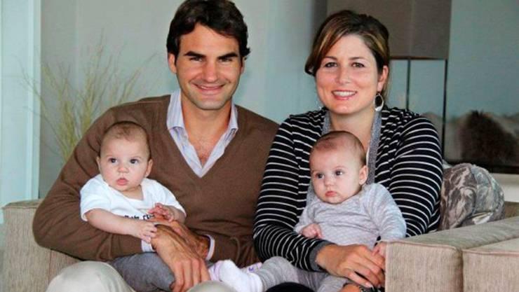 An Weihnachten 2010 zeigen Roger Federer und Mirka erstmals ihre Kinder.