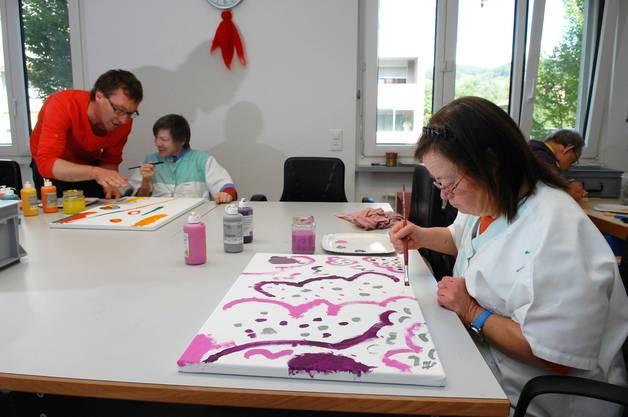 Sie malen für eine Ausstellung