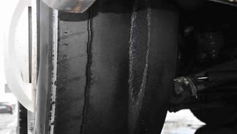 Bei einem Reifen kam sogar die Reifenkarkasse zum Vorschein.