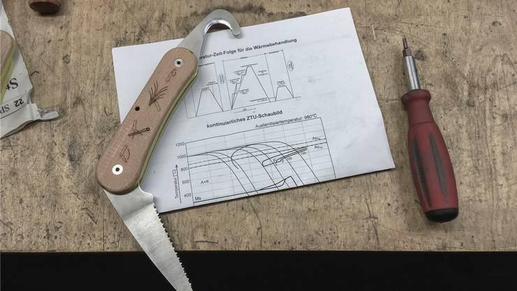 Mit diesem Werkzeug sollen Hütten gebaut werden. Bild: zvg