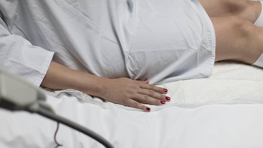 Die «intelligente» Damenbinde soll Schwangeren mit Verdacht auf hohes Frühgeburtsrisiko lange Spitalaufenthalte ersparen. (Symbolbild)