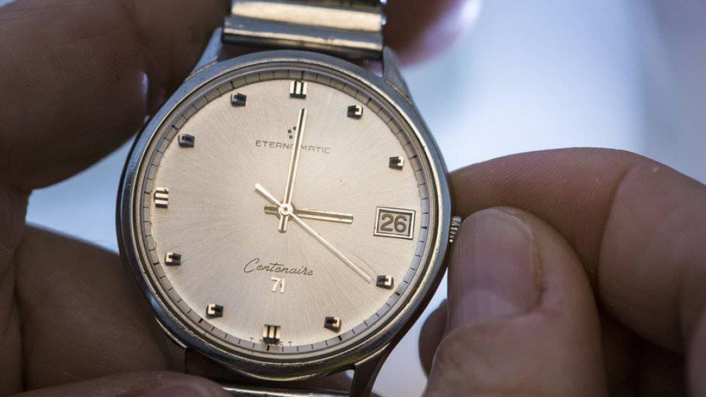 Am Sonntag um 3 Uhr in der Nacht ist es wieder soweit: Die Uhren werden für die Winterzeit eine Stunde zurückgedreht. (Themenbild)