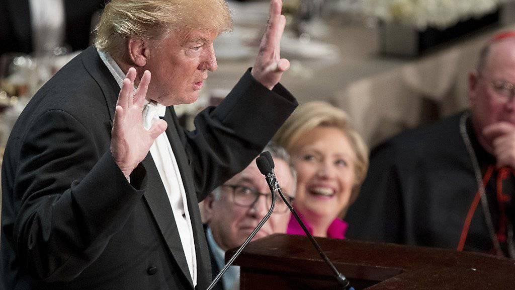 Auszeit vom Wahlkampf: US-Präsidentschaftskandidat Donald Trump sorgte beim Alfred-E.-Smith-Memorial-Dinner für Lacher, aber auch für einige Buhrufe.