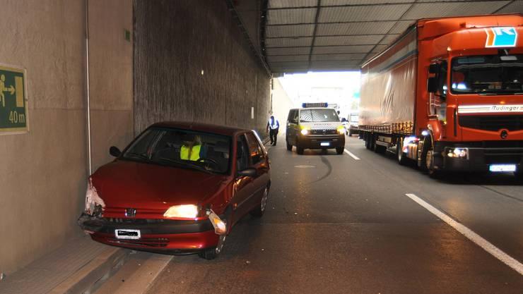 Beim Spurwechsel kollidierte der Lastwagen mit einem Auto.