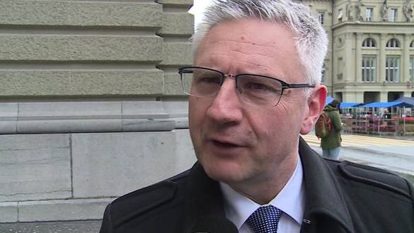 SVP-Glarner kündigt Mieterin wegen Sozialhilfe