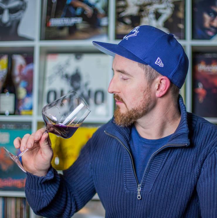 Joël Gernet aka Fetch, Rapper der Band Brandhärd, ist Weinjournalist und Mitorganisator der Schweizer Weintage. www.bonvinvant.com