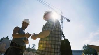 Schwarzarbeit-Kontrolle auf einer Baustelle: Im Baselbiet leidet der Ruf der Kontrollinstanz für Schwarzarbeit ZAK. (Symbolbild/Archiv)
