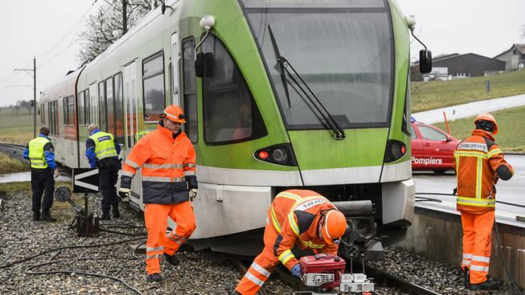 Ein entgleister Regionalzug hat am Donnerstagmorgen in Sugnens VD einen Hilfseinsatz nötig gemacht.