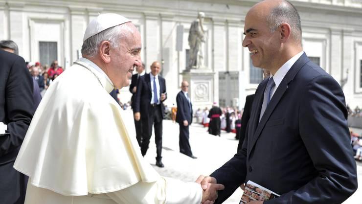 Papst Franziskus begrüsst Bundesrat Alain Berset