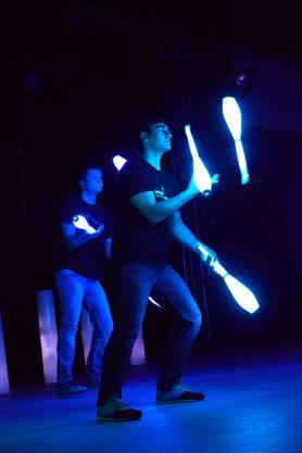 Manuel Mitasch (vorne) und Daniel Ledel (hinten) gehören zur Gruppe Jonglissimo und treten am Young Stage International Circus Festival in Basel auf.