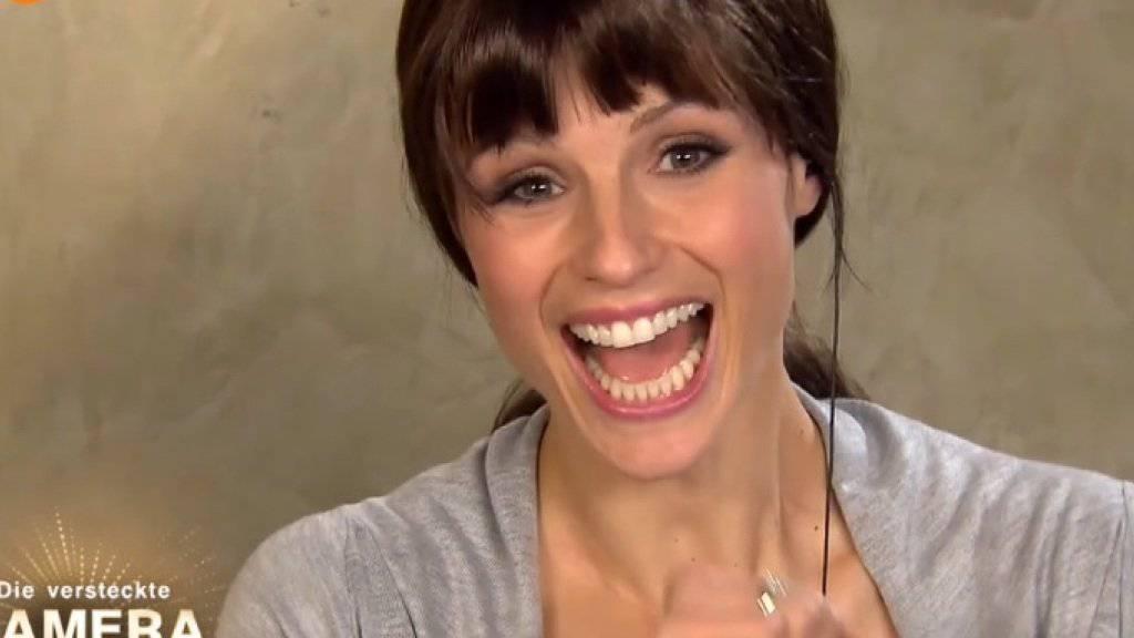 Lange nicht alle fanden Michelle Hunzikers Lockvogel-Filmchen mit sprechenden Küchengeräten so lustig wie sie selber (Screenshot ZDF).