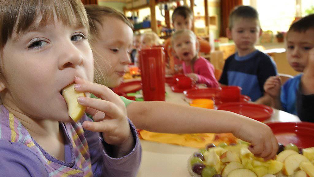 Trotz erfolgreichen Förderprogrammen des Bundes fehlen in der Schweiz nach wie vor viele externe Betreuungsplätze für Kinder. (Themenbild)