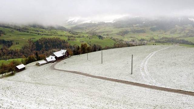 Bereits ist wieder Schnee bis 1000 Meter angesagt (Symbolbild)