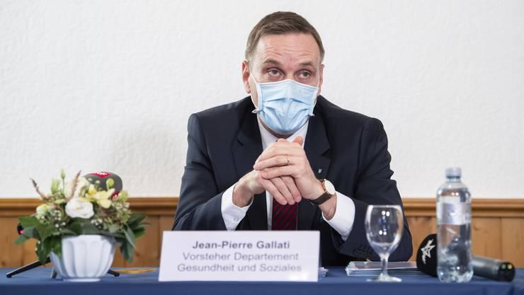 Gesundheitsdirektor Jean-Pierre Gallati schaut wenig optimistisch in die Zukunft: Nur mit Verschärfungen der Coronabeschränkungen dürften die Fallzahlen sinken.