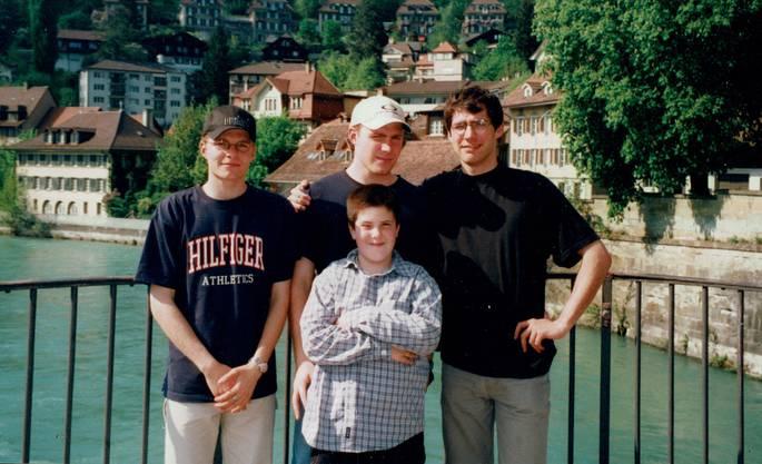 Die vier Brüder bei einem Ausflug nach Bern im Jahre 2000