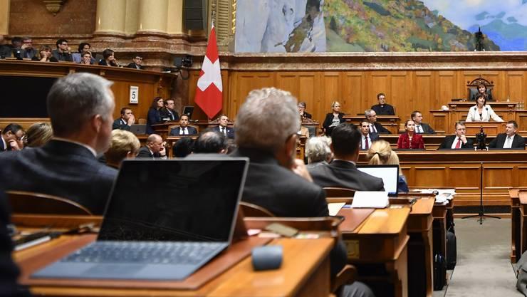 Die abtretende Bundesraetin Doris Leuthard, Mitte, spricht zur Vereinigten Bundesversammlung, am Mittwoch, 5. Dezember 2018 im Nationalratssaal in Bern. (KEYSTONE/Anthony Anex)