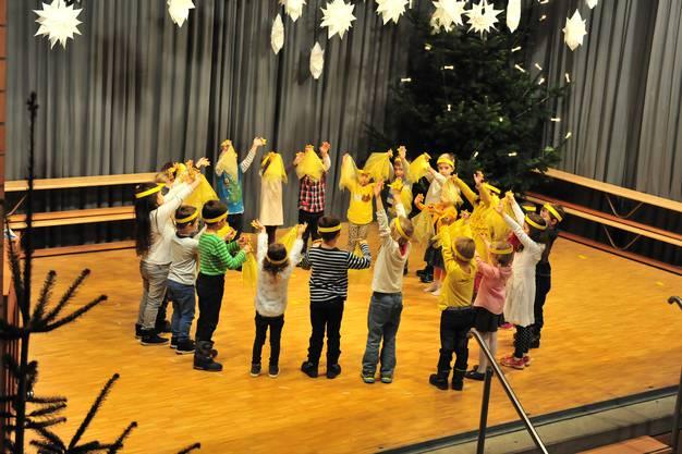 Die Kindergartenkinder bezauberten mit ihrem Sternentanz.