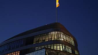 Licht am Sonntagabend in der fünften und sechsten Etage der CDU-Zentrale, dem Konrad-Adenauer-Haus in Berlin. Hier trafen sich die CDU/CSU zu Beratungen über einen gemeinsamen Kurs für die Sondierungsgespräche mit Bündnis 90/Die Grünen und der FDP.