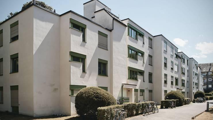 Die Mieter der Sennheimerstrasse 50-54 haben ihre Kündigung erhalten. Die Häuser gehören der Zürich Versicherung.