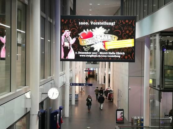Die Anzeigetafel am Aarauer Bahnhof zeigt bald nicht mehr Werbung, sondern wieder das, was der Bahnkunde sehen möchte: Die Abfahrtszeiten.