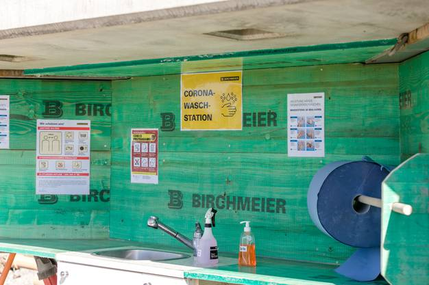 Die Hygiene-Station auf der Birchmeier-Baustelle beim Altersheim in Döttingen.