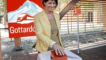 Bundesrätin Doris Leuthard startet am Schweizer Tag des Transports und der Energie an der Expo in Mailand den Countdown für die Eröffnung des Gotthard-Basistunnels
