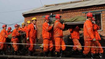 Rettungskräfte konnten 19 Kumpel nach einer Woche aus dem überfluteten Bergwerk bergen