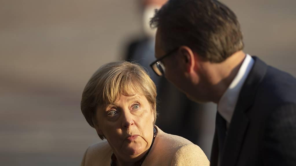 Kanzlerin Angela Merkel stellt dem serbischen Präsidenten Aleksandar Vucic die EU-Aufnahme in Aussicht.
