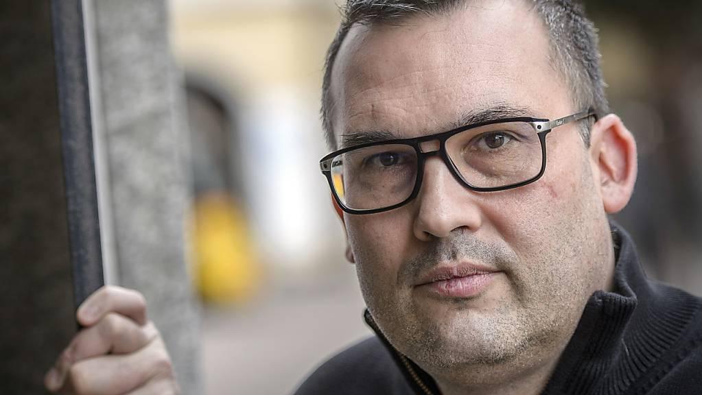 Der Walliser Datenschutzbeauftragte Sébastien Fanti ist im Zusammenhang mit der Affäre Rossier ein gefragter Mann. Er muss eine Harddisk der Dienststelle für Umwelt auf schützenswerte Daten überprüfen und der Staatsanwaltschaft Auskunft geben. (Archivbild)