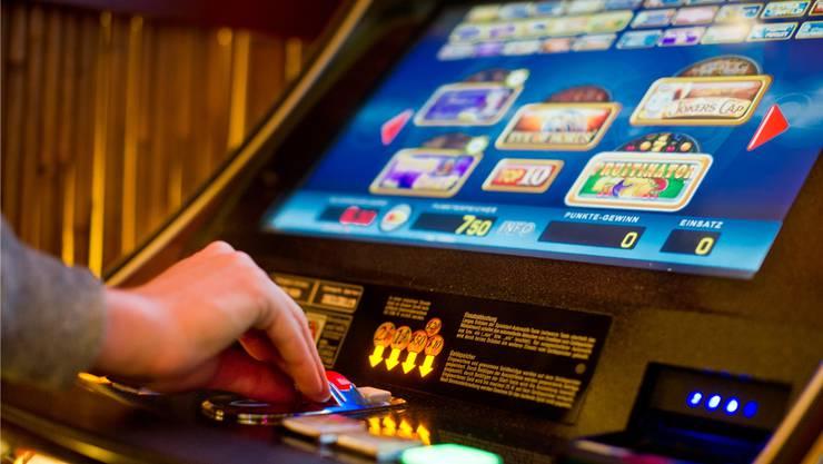 Illegales Glücksspiel bei Corona-Kontrolle entdeckt: Die Aargauer Kantonspolizei machte im Mai einen überraschenden Fund.