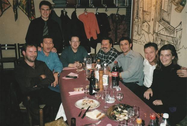 Giuliano Peccianti (mitten im Bild) mit den FC-Aarau-Spielern Aleksandrov, Pavlicevic und Romano im ehemaligen Restaurant Toscana in Oberentfelden.