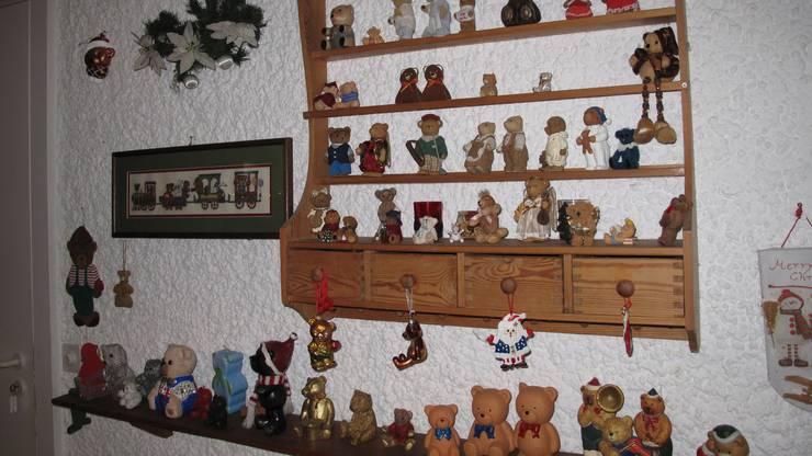 Sicher 500 Bären lassen sich in der Adventszeit bei ihr zu Hause finden.