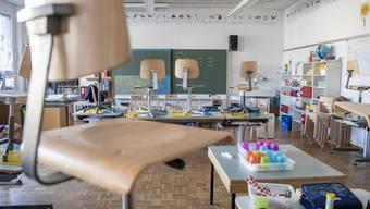 In den Schulen wird vorderhand nicht unterrichtet. Nun gibt es am Ende des Schuljahres auch keine Zeugnisnoten. (Symbolbild)