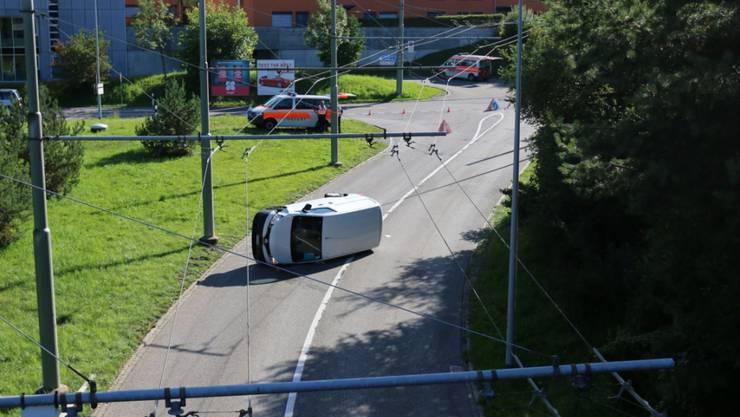 Am Lieferwagen entstand Totalschaden.