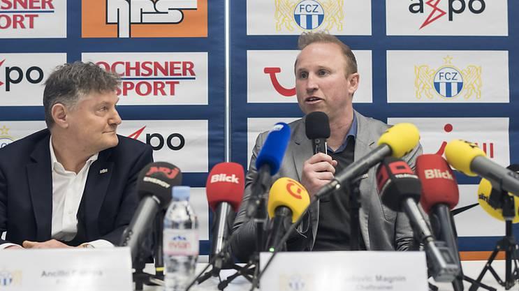 Der neue FCZ-Trainer Ludovic Magnin ist stolz, neben Präsidenten Canepa zu sitzen