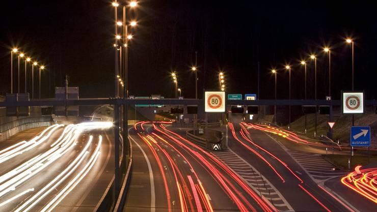 Bis Ende 2015 soll es an dieser Stelle kurz vor dem Baregg-Tunnel vollkommen dunkel sein – versuchsweise vorerst.