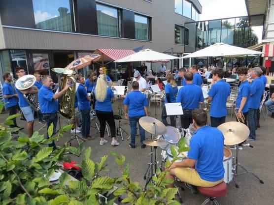 Viele lauschten der Brass Band von Frenkendorf