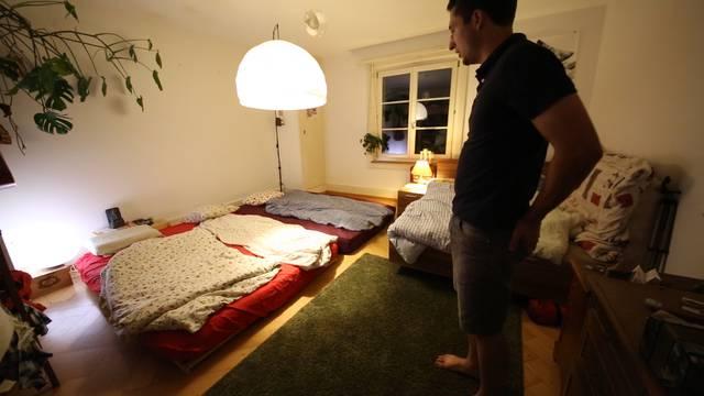 Küche, Schlafzimmer, «Naturschutzgebiet»: Kilian führt durch die funktionale WG in Bern-Bümpliz.