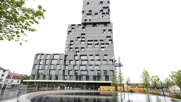 Der Meret Oppenheim Platz ist fast fertig. Am 7. Juni wird es eingeweiht werden.