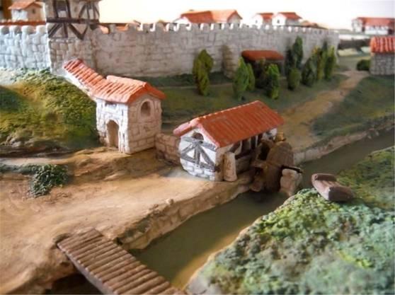 Mühle und Gärten an Mauer-Südseite.