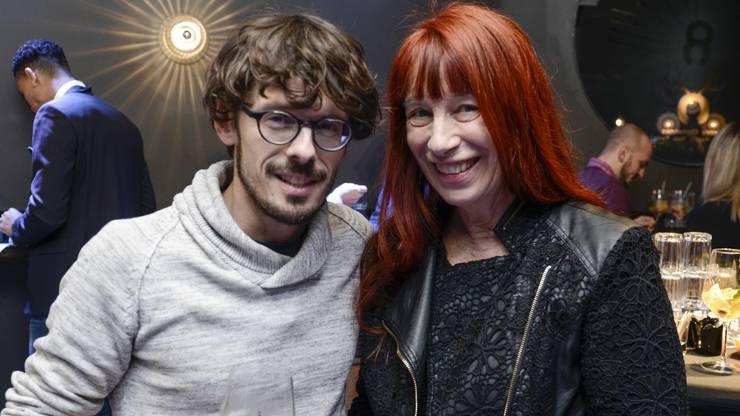 Giacun Caduff mit seiner Tante Schauspielerin Rinalda Caduff.