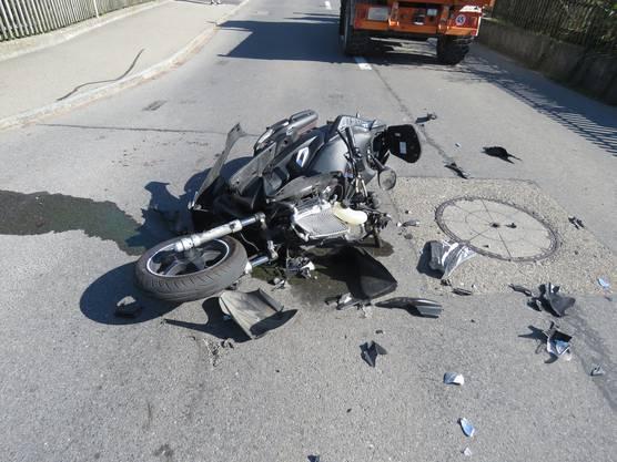 Am Roller des 17-Jährigen entstand beträchtlicher Schaden.