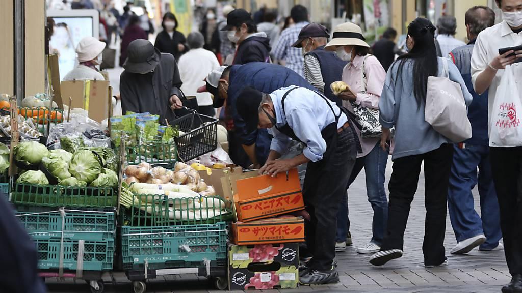 Umfrage: Japaner setzen im Notstand etwas Fett an