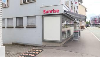 In der Nacht auf Mittwoch versuchten drei Unbekannte den Sunrise Shop in Wohlen auszurauben — laut der Polizei erfolglos. Im Zuge der Fahndung nahm die Polizei in Berikon drei tatverdächtige Männer fest.